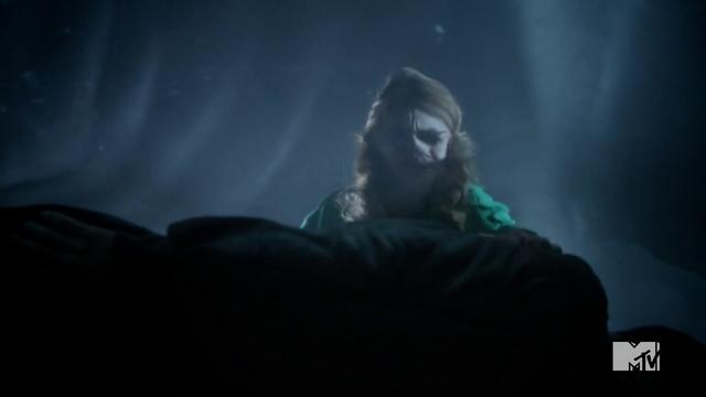 File:Teen Wolf Season 3 Episode 3 Fireflies Holland Roden Lydia Martin please don't be dead.png
