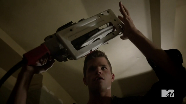 File:Teen Wolf Season 3 Episode 6 Motel California Charlie Carver Ethan with saw.png