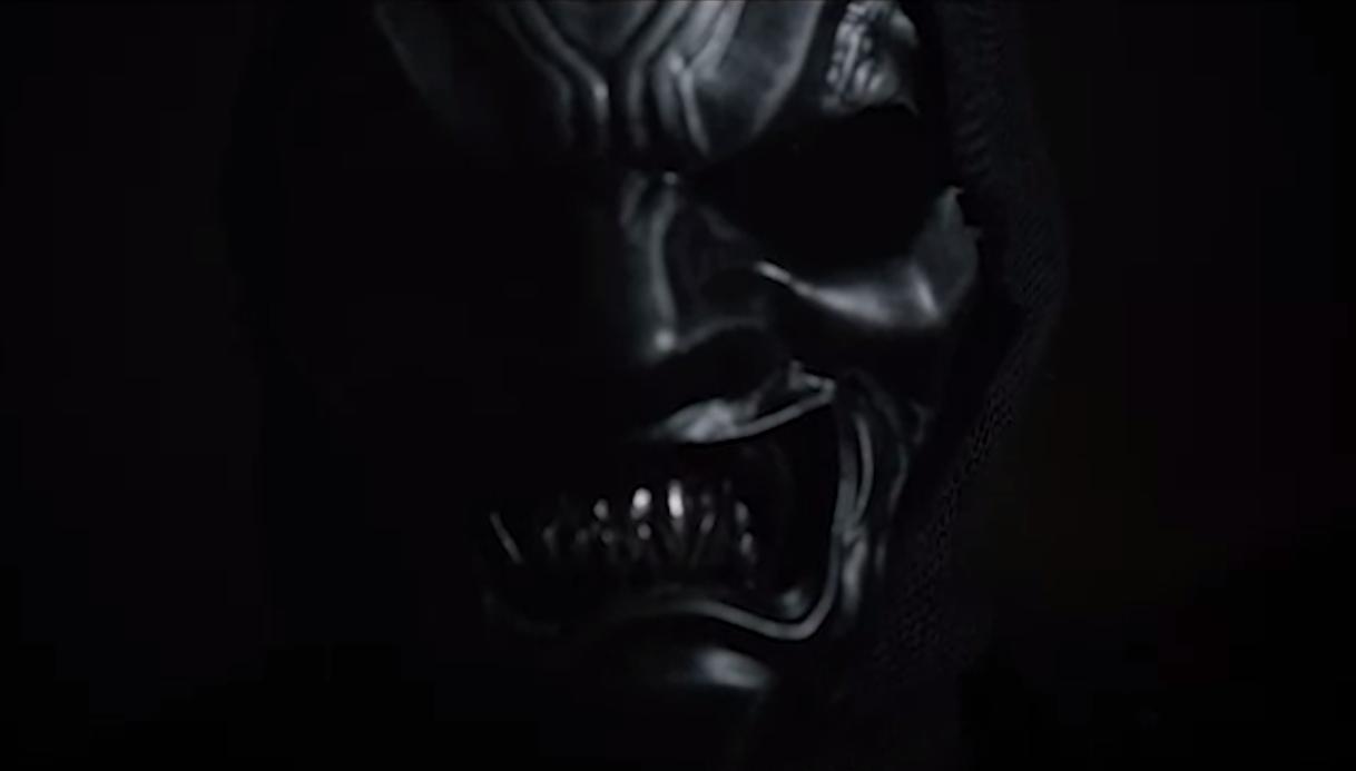 La máscara para la persona de los tiempos para la piel seca