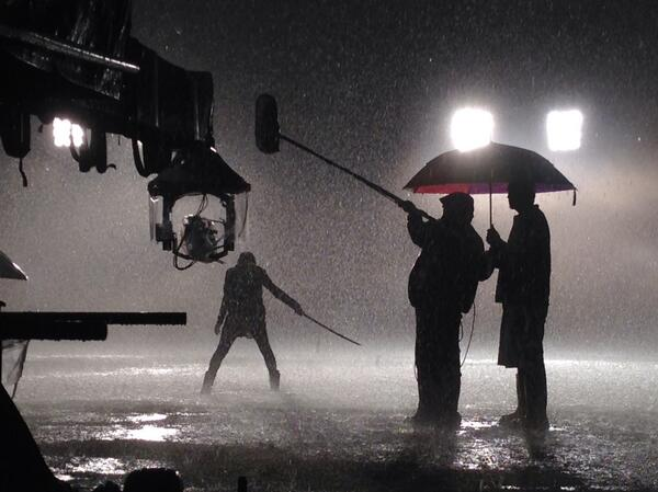 Datei:Teen Wolf Season 4 Behind the Scenes Arden Cho in the rain May 30.jpg