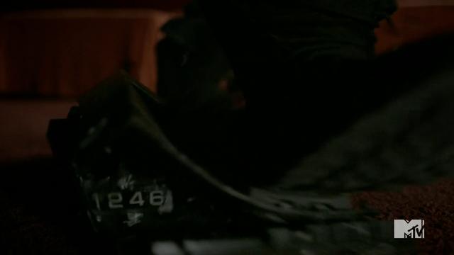 File:Teen Wolf Season 3 Episode 6 Motel California Boyd SMASH Radio.png