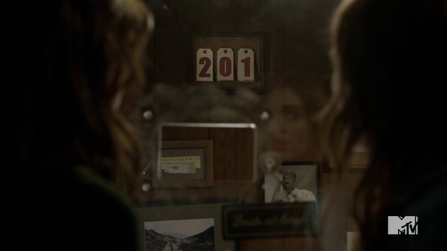 File:Teen Wolf Season 3 Episode 6 Motel California Holland Roden Crystal Reed Lydia Allison Suicide number changed.png
