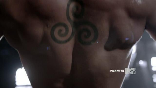 File:Triple spiral tattoo.png