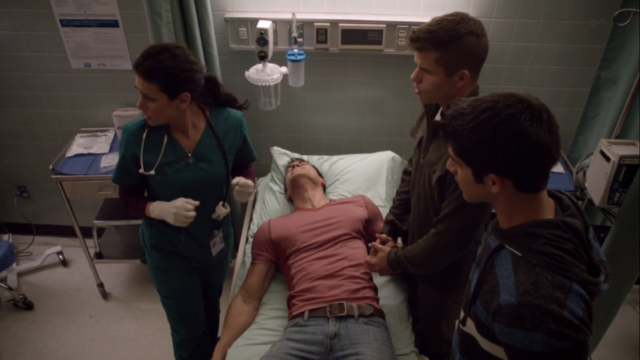 Datei:Teen Wolf Season 3 Episode 7 Currents Melissa Ponzio Keahu Kahuanui Charlie Carver Tyler Posey Danny Distress.png