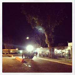 Tournage de nuit devant le lycée