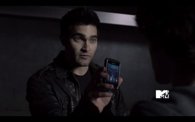 File:Derek-Hale-has-Scott-McCalls-ATT-Blackberry-Torch-Teen-Wolf-Season-1-Episode-6-Heart-Monitor-.png