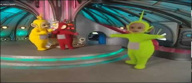 Dipsy showing his very special dance to Laa-Laa and Po