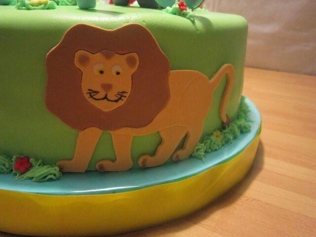 File:Lion Cake.jpg