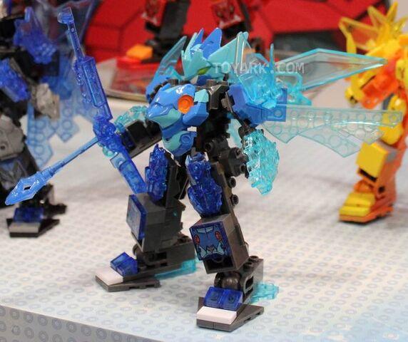 File:Elemental Titan Tributon at NY Toy Fair 2014.jpg