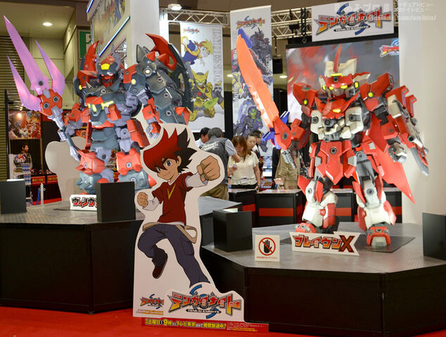 File:Toy statues of Vilius X & Braven X at Tokyo Toy Show 2014.jpg