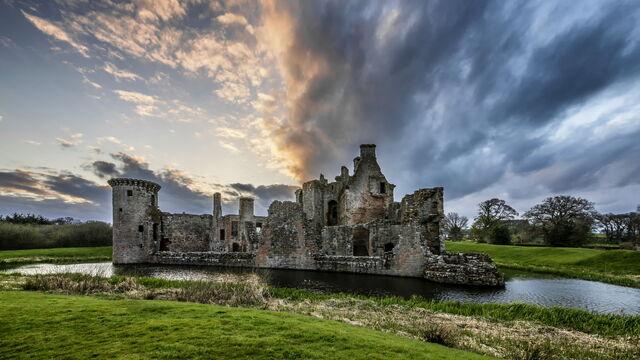 File:Caerlaverock castle by spyder art-d65if5s.jpg