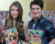 Brad and nathalia con revistas