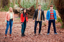Er-Jake-Davis-Cassie-Roxy-Fitzgerald-And-Erin-Kae-Alexander-Standing-In-The-Woods-House-Of-Anubis-The-Touchstone-Of-Ra-Nickelodeon-UK-Facebook-HoA-SIBUNA