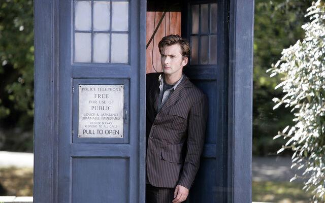 File:Tardis-david-tennant-doctor-who-tenth-doctor-HD-Wallpapers.jpg