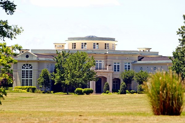 File:Klaus Mansion.jpg