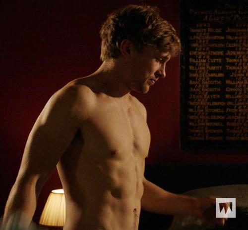 File:Liam shirtless.jpeg