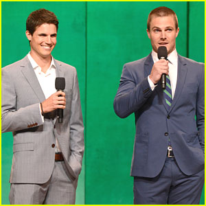 File:Robbie-amell-peyton-list-tmrw-ppl-upfronts.jpg