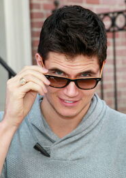 Robbie Amell 167