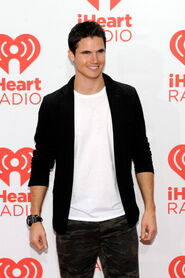 Robbie Amell 227