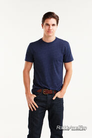 Robbie Amell 128