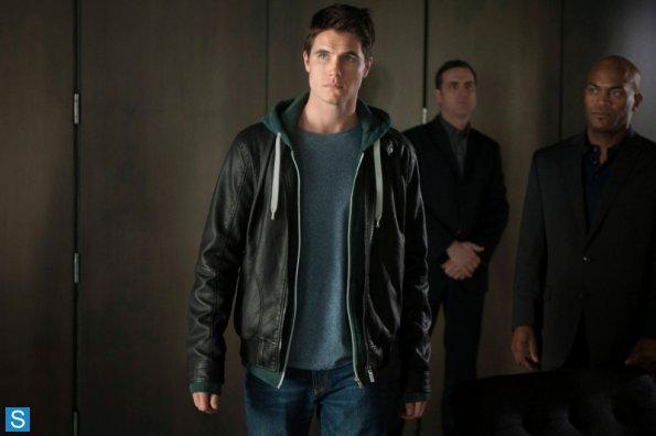 File:The Tomorrow People - Episode 1.01 - Pilot - Promotional Photos (4) 595 slogo.jpg