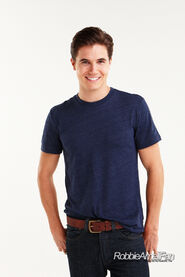 Robbie Amell 104