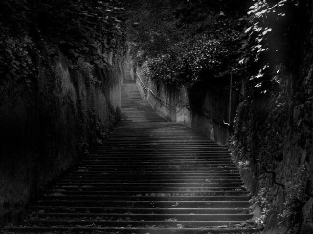 File:Stairs in the dark Wallpaper j6x3t.jpg