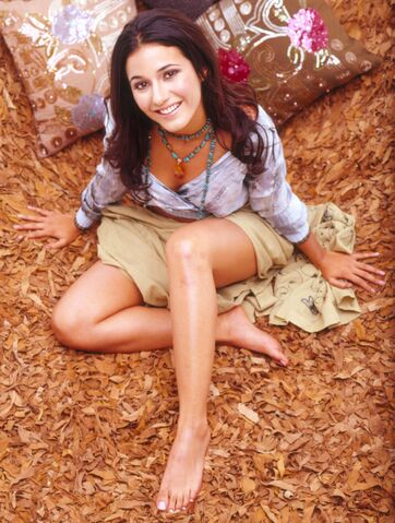 File:Emmanuelle-Chriqui-aka-Sloan-from-Entourage-14.jpg