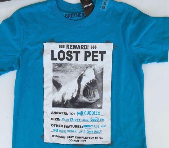 File:Brothers Lost shark t shirt.jpg