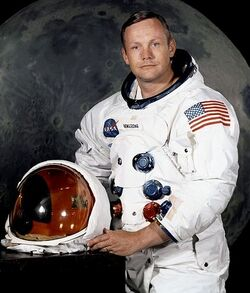 Neil Armstrong official.jpg