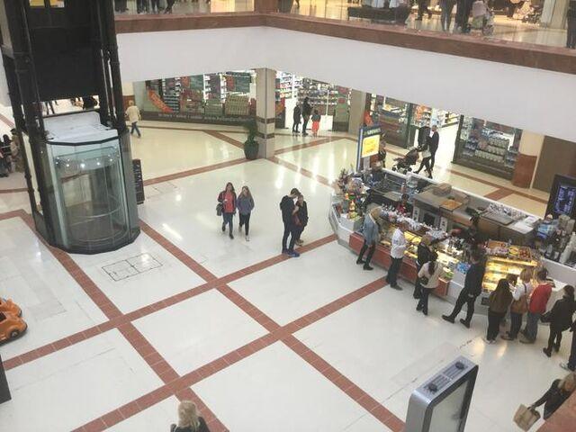 File:Mall Plaza.jpg