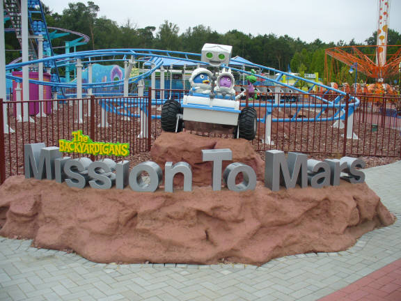 File:The Backyardigans Mission to Mars Roller Coaster at Movie Park Germany.jpg