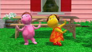 The Backyardigans - Break 3 Uniqua and Tasha