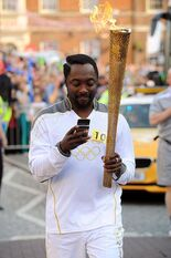 Will-i-am-tweeting-whilst-carrying-the-olympics-torch