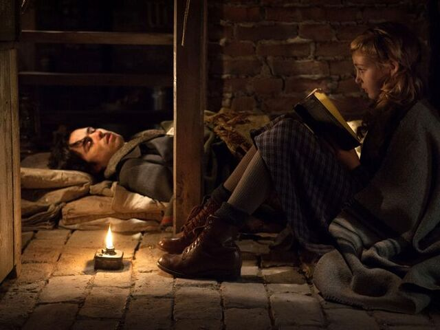 File:The-book-thief-ben-schnetzer-sophie-nelisse.jpg