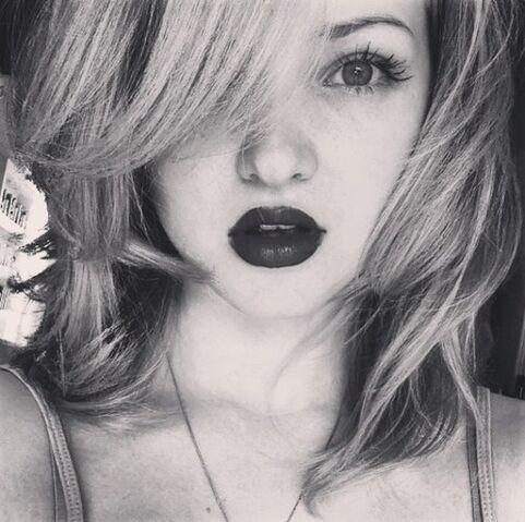 File:Dove in black and white.jpg