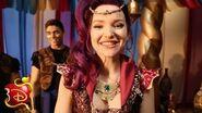 """""""Genie in a Bottle"""" Dance Moves Disney Descendants"""