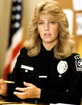 Female-cops-locklear10