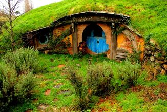 Hobbiton-the-lord-of-the-rings-the-flying-tortoise