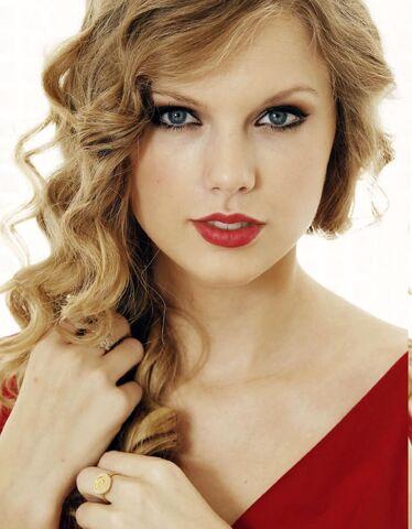 File:TaylorSwift.jpg