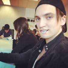 File:Richard Harmon Gum.jpg