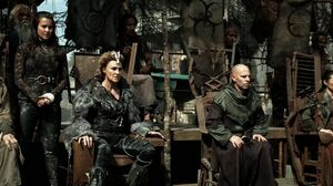 The100 S3 Watch The Thrones Nia Titus Ontari