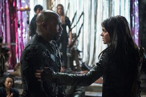 The-100-Perverse-Instantiation-2 - Octavia kills Pike