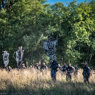 Ледяной народ пересекает территорию Древесного клана.