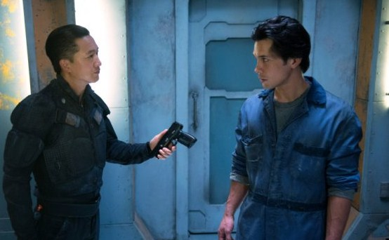 File:The 100 1x06 Commander Shumway and Bellamy.jpg