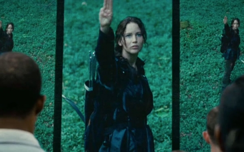 File:2011-11-15-10-38-33-5-katniss-delivers-a-farewell-salute-this-gesture-i.jpeg