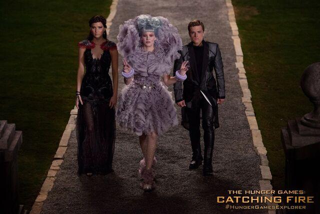 File:Katniss Effie Peeta Catching Fire.jpg