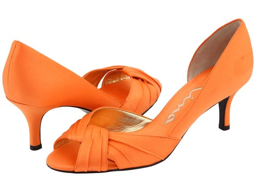File:Wedding-shoes-with-color-orange-heels.jpg