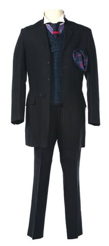 File:HaymitchSuit.jpg