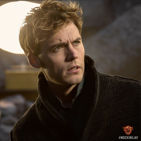 File:Finnick odair mockingjay part 1.png